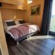 vakantie-friesland-vakantiepark-Ljeppershiem-tiny house-De-Pols-slaapkamer.jpg